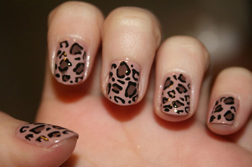 простой дизайн на коротких ногтях:
