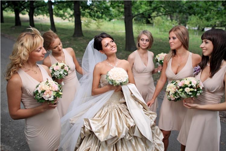 Прически которые можно гостям на свадьбу