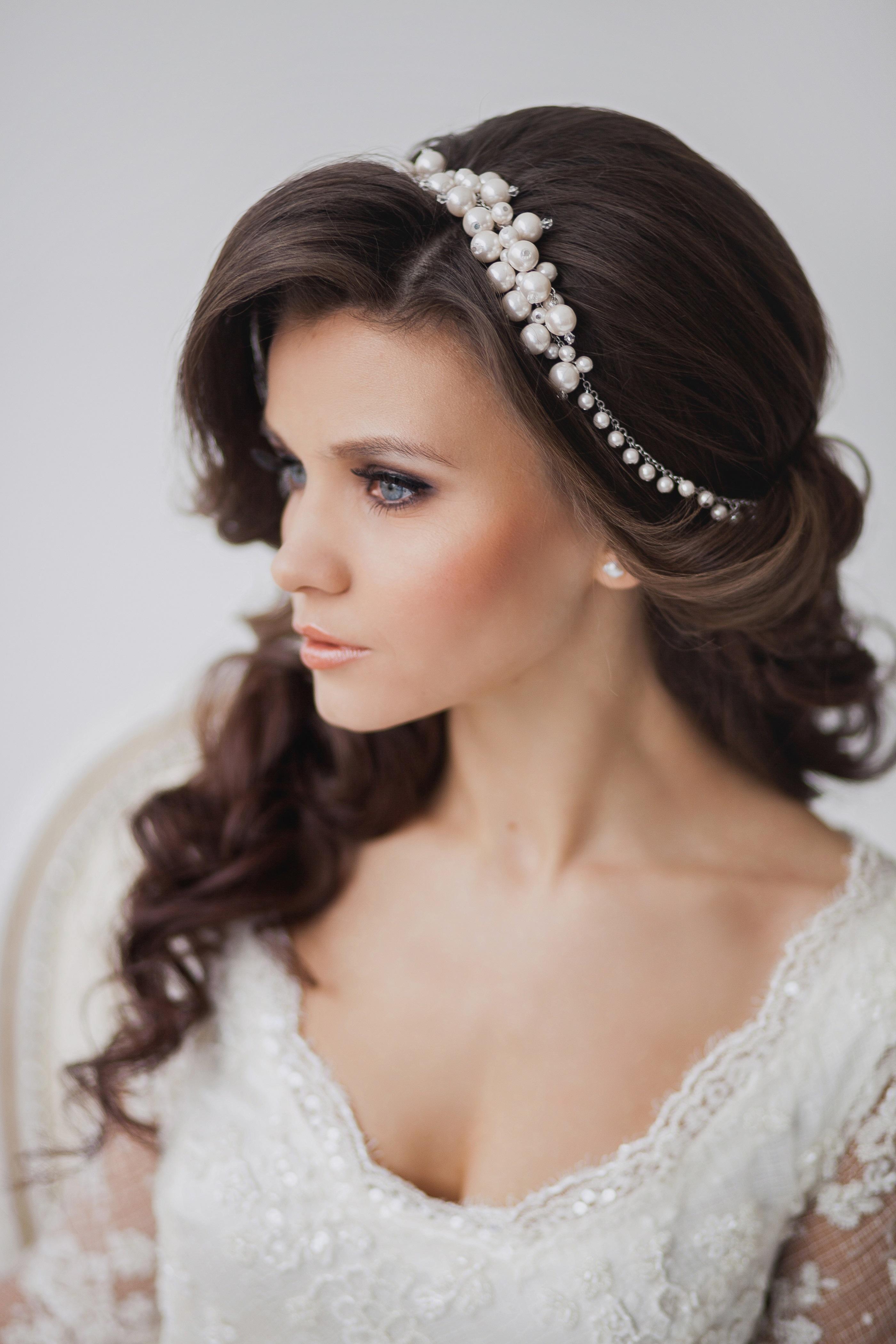 Прически на свадьбу распущенные
