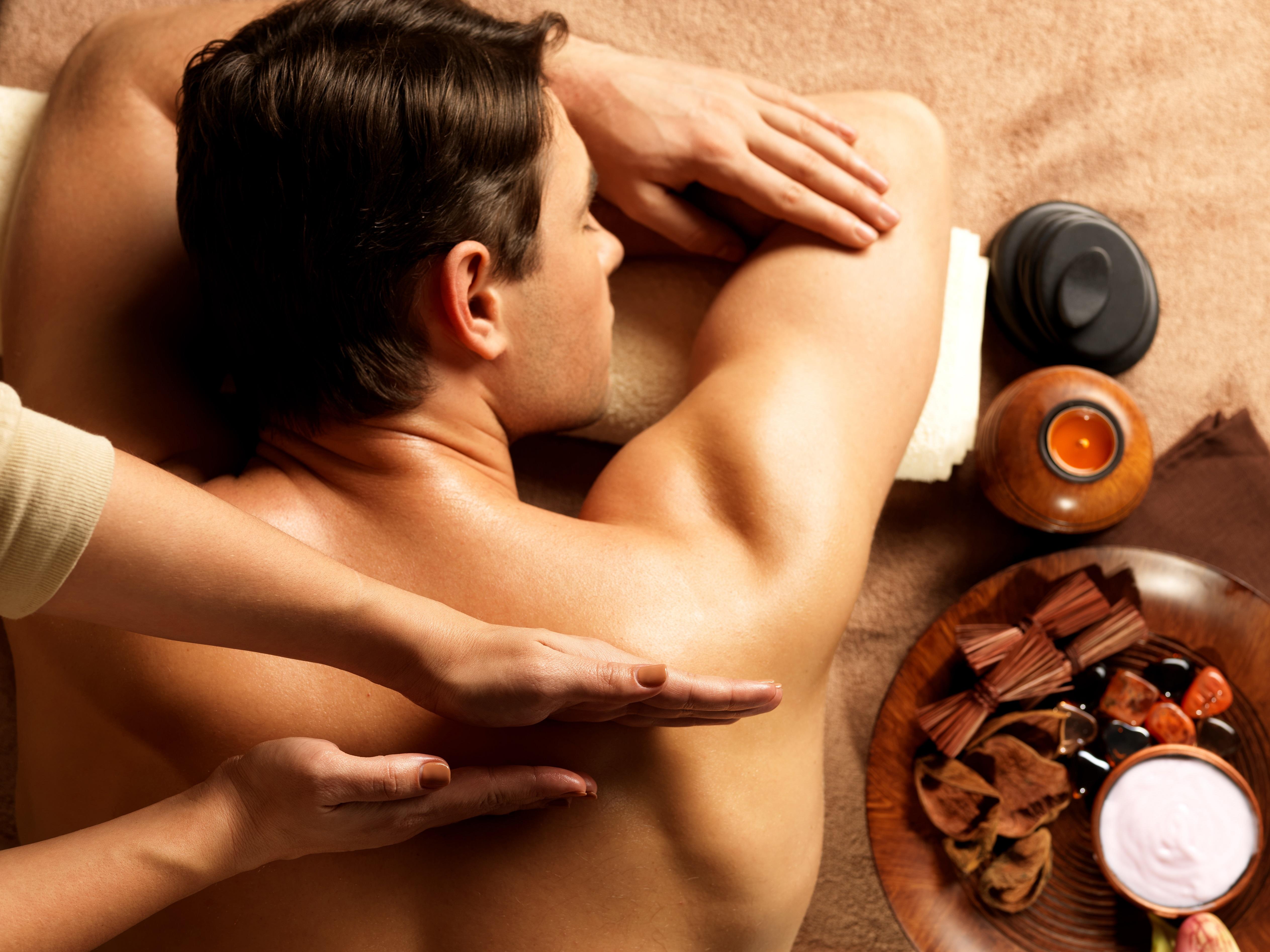Как сделать мужчине приятно в постели языком и руками 4