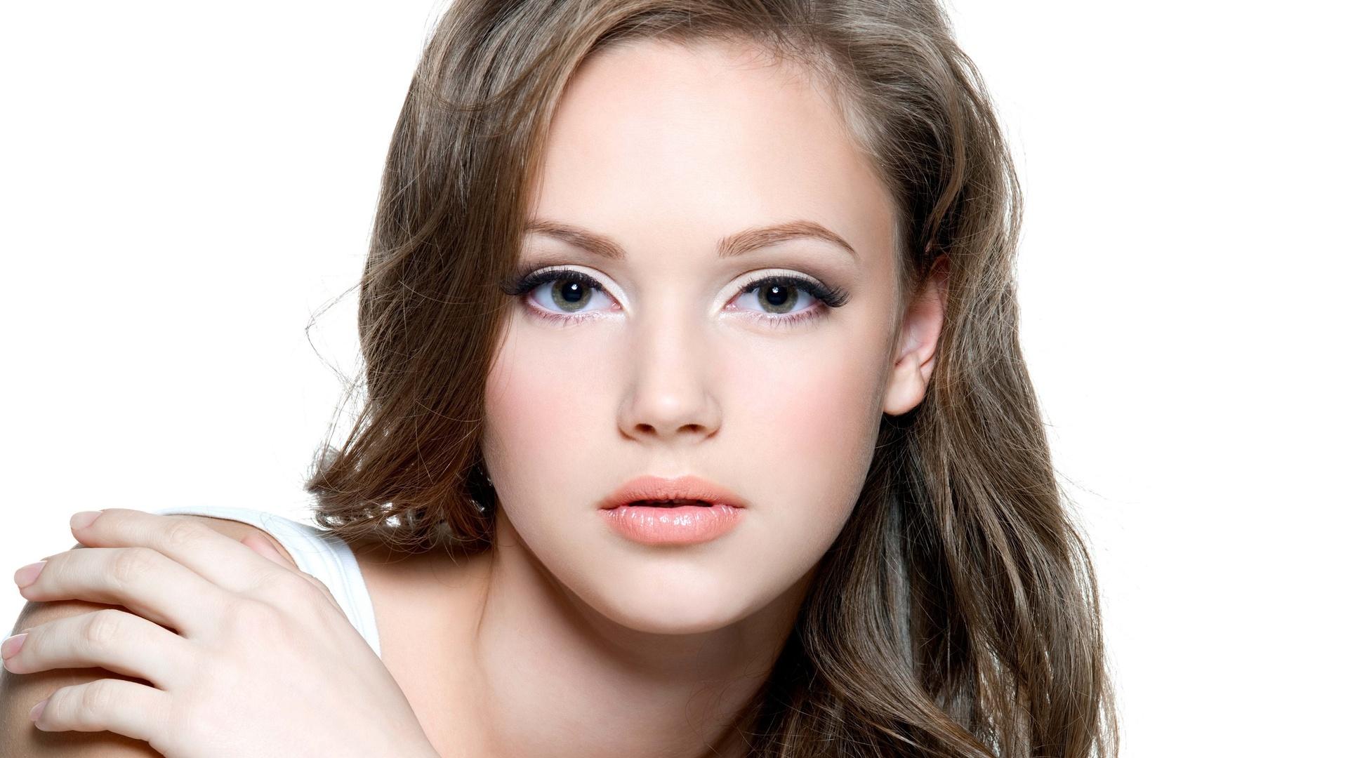 Как делают перманентном макияже
