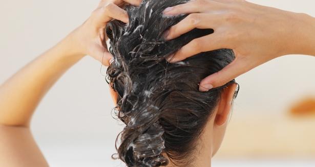 Что такое Ко-вошинг. Мытье волос ко-вошинг. Технология мытья волос без шампуня, с помощью кондиционера.