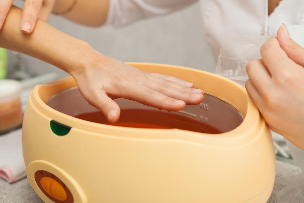 Парафиновые ванночки для рук в домашних условиях. В чем польза от такой процедуры?