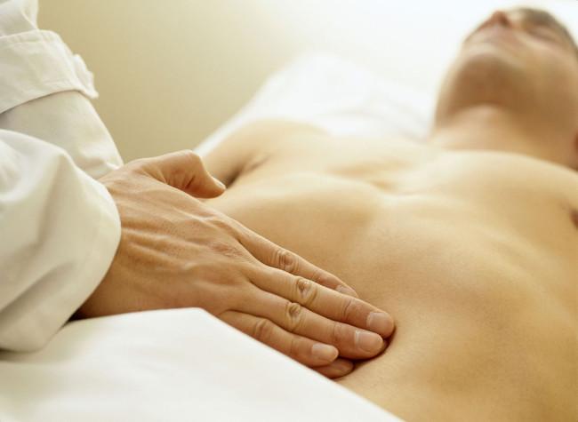 Боли в кишечнике причины отдающая в спину