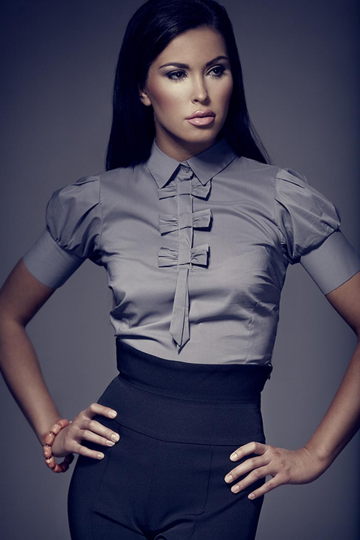 Самые красивые девушки в блузках 18 фотография