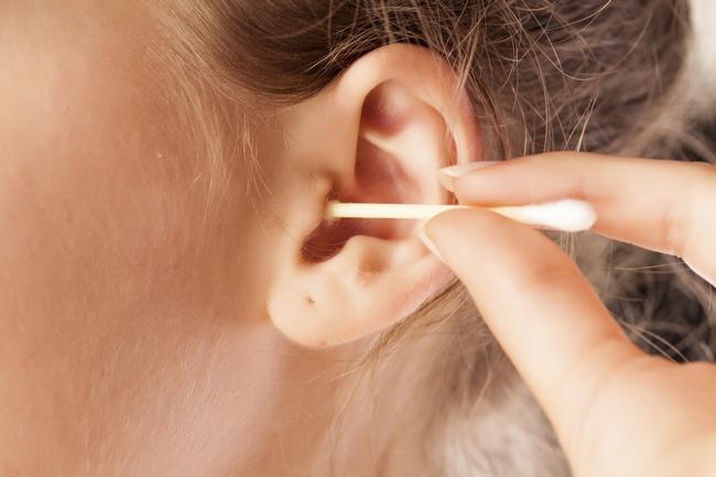 Снять пробку из уха в домашних условиях