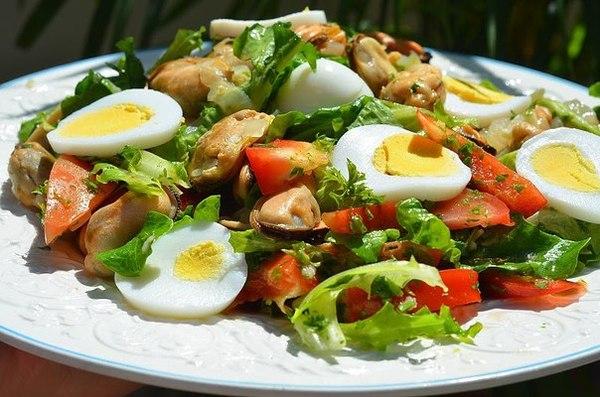 Рецепт салата с мидиями с
