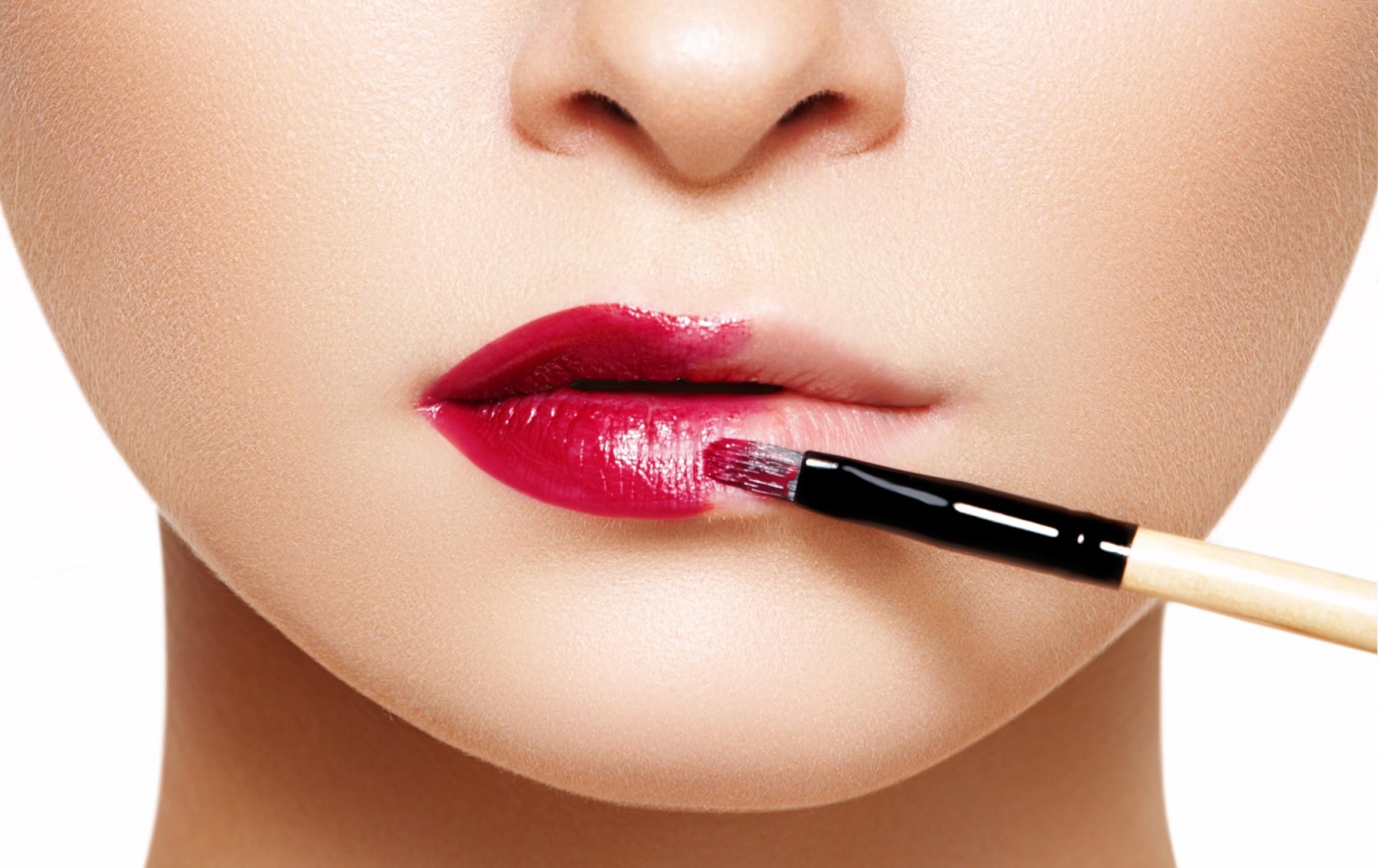 Соблазнительный макияж губ