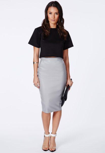 С чем носит серую прямую юбку
