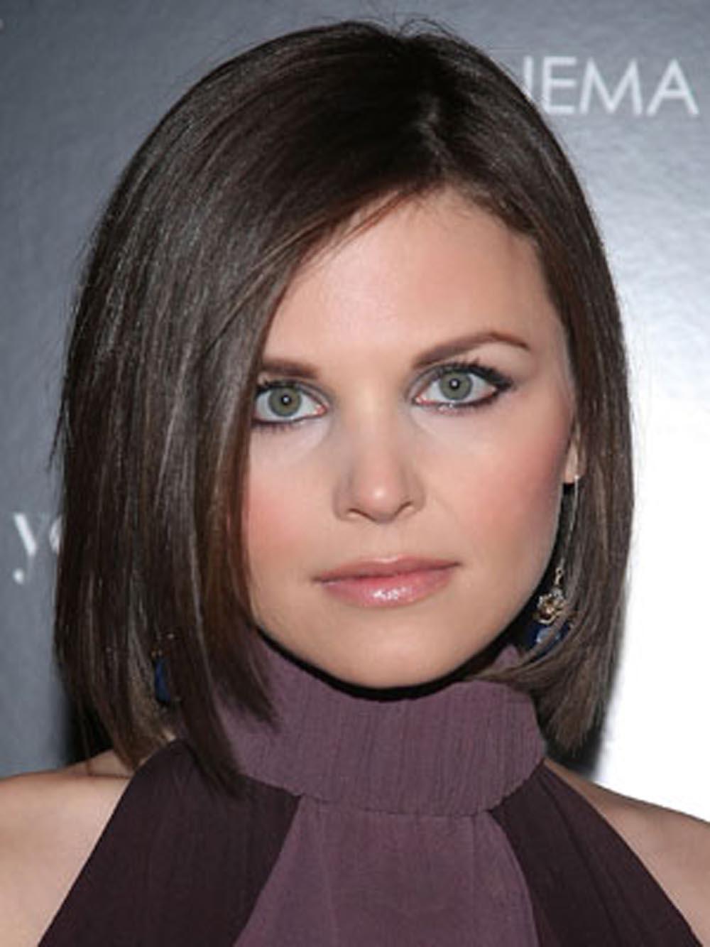 Фото стрижек на средние волосы для девушек с круглым лицом