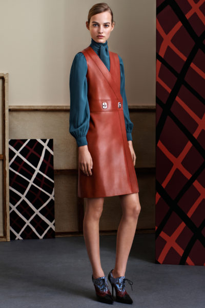 Стильные трикотажные платья необычной формы