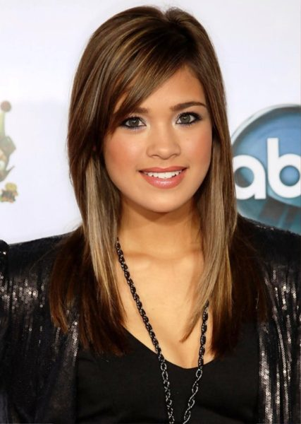 long-hairstyles-with-side-fringe
