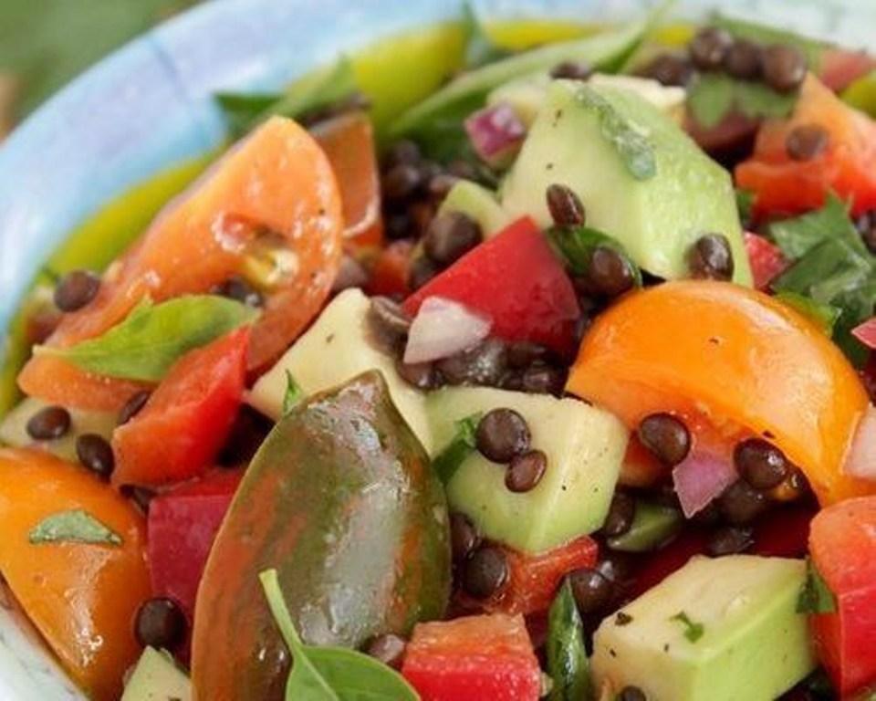 рецепти святкових салатів на стіл з фото