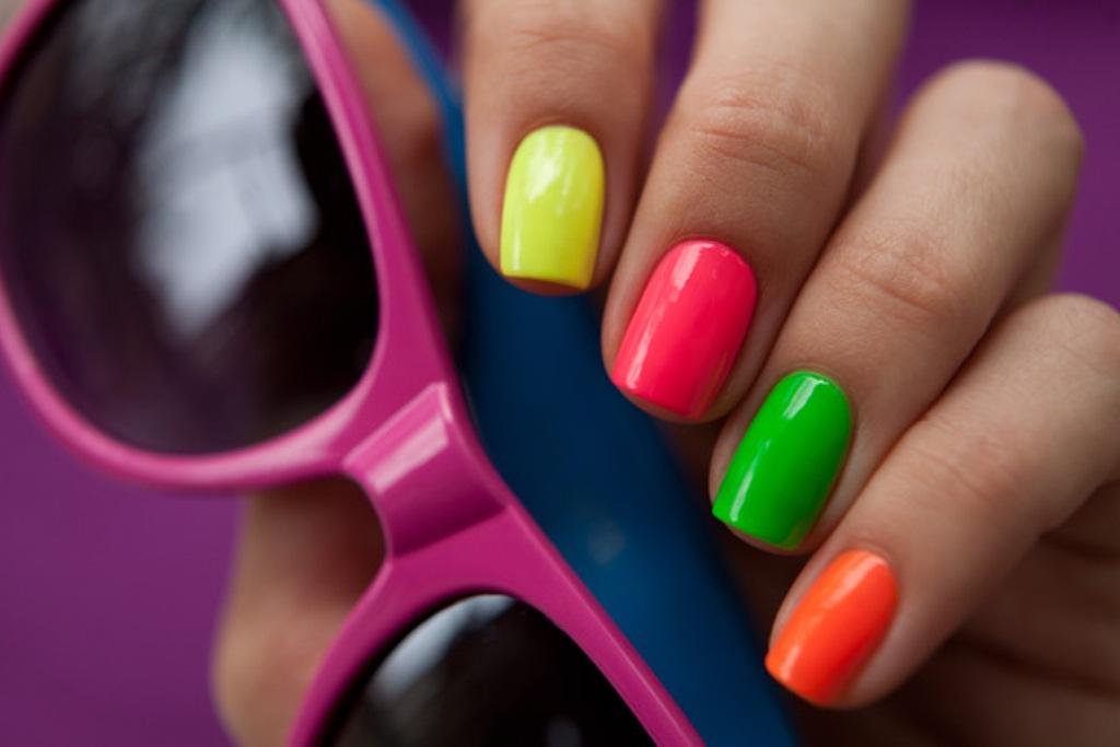 Ногти яркого цвета
