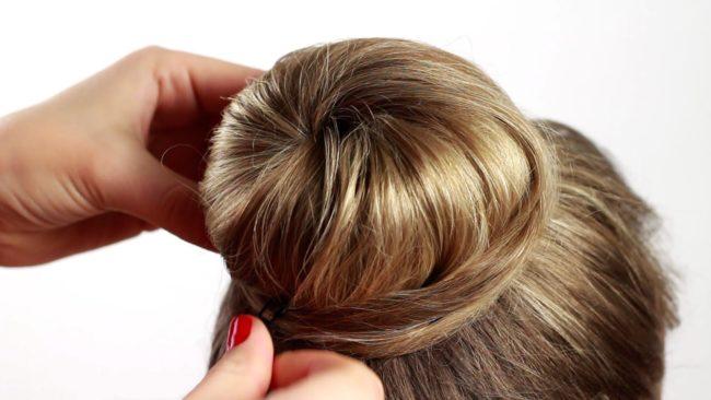 Непослушная струйка волос