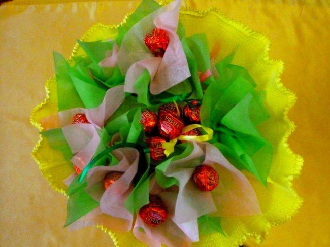 Мужские цветы из гофрированной бумаги 28