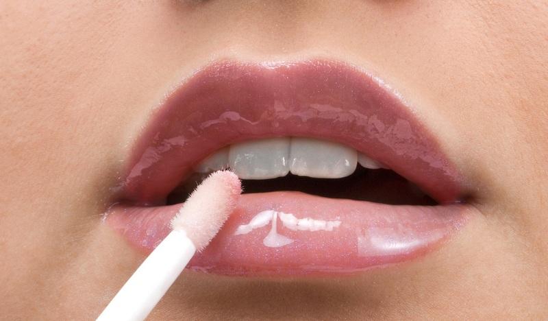 Как сделать влажные губы 953