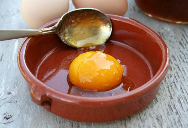 Маска для волос в домашних условиях с медом яйцом