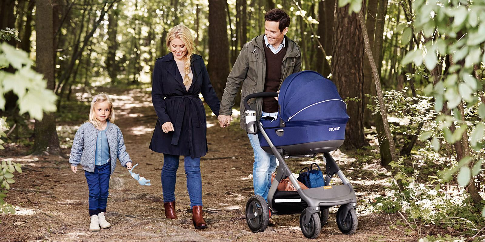 Когда и через сколько можно начинать гулять с новорожденным..