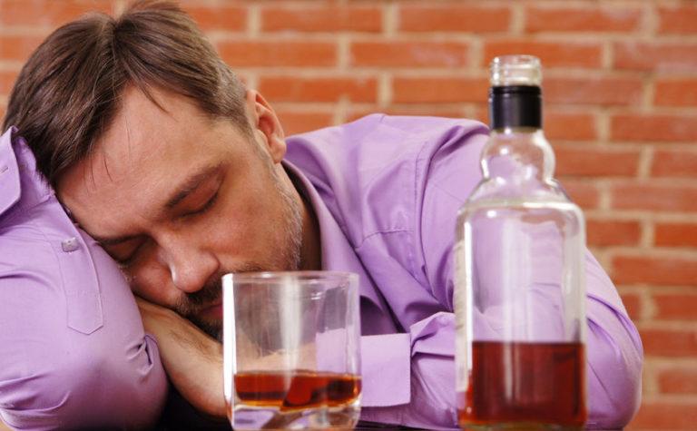 Как быстрей выйти с алкогольного запоя