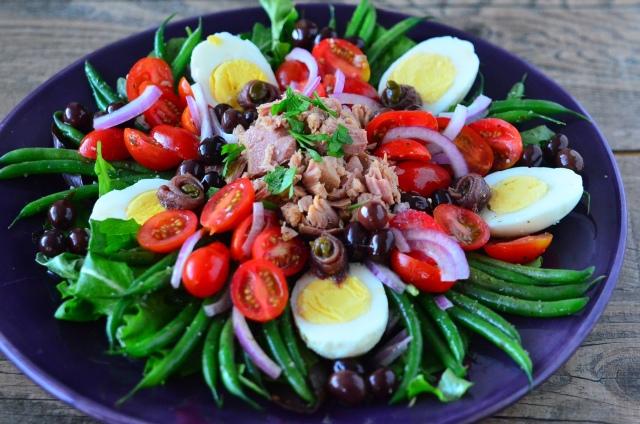 Салат нисуаз классический с тунцом