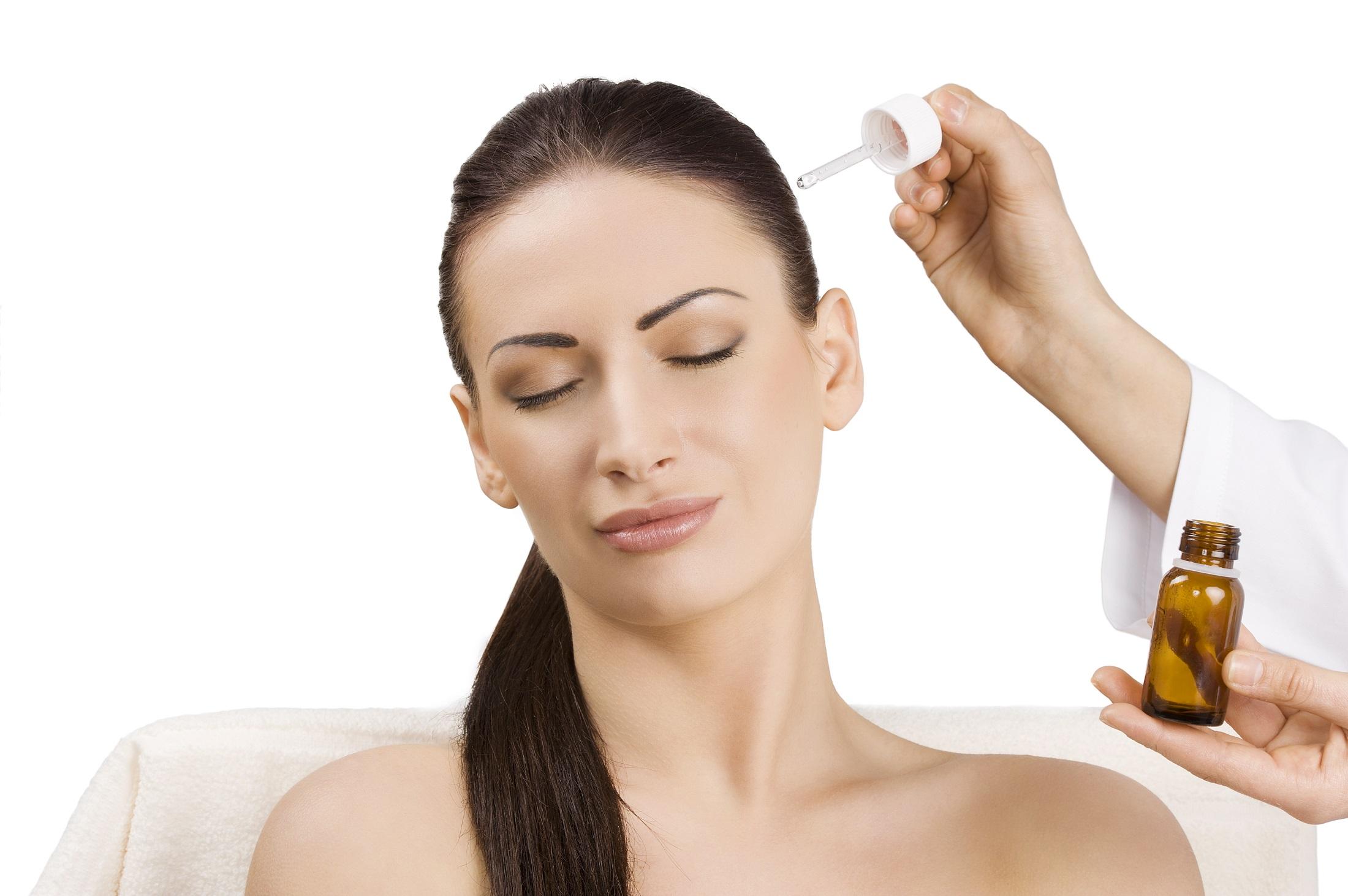 Самые распространенные причины выпадения волос у молодых девушек
