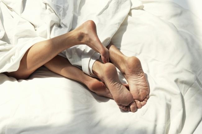 4+ноги+под+одеялом[1]