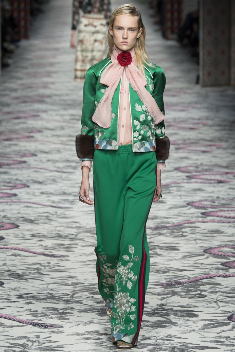 С чем носить зеленые брюки и зеленые штаны Фото