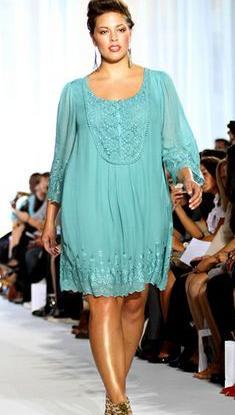 c50826212bc8 Модные дизайнеры, создавая вечернюю красивую одежду для полных,  использовали ткани с эффектом металлик. Из тканей золотых, серебристых и  бронзовых оттенков ...