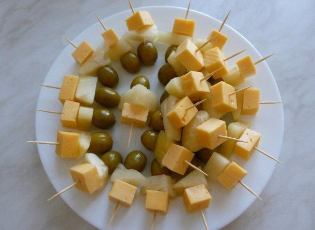 Картинки по запросу канапе с сыром