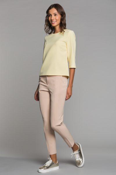 5d3a9f3ae8a4 С чем носить бежевые брюки женские, фото. Бежевые брюки — сочетания ...