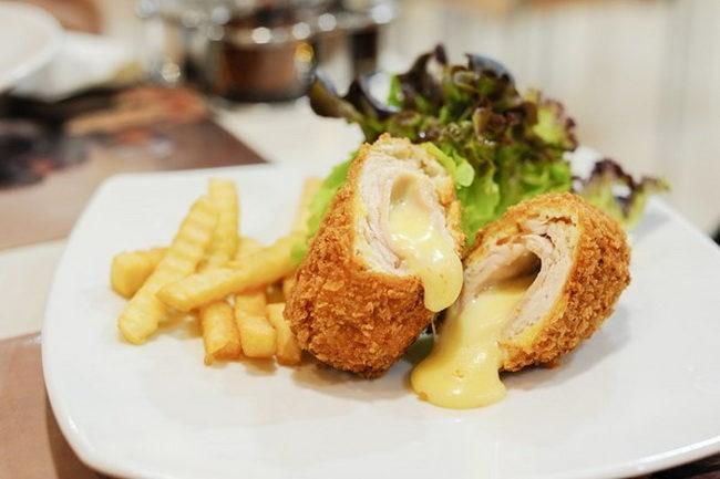 Кордон блю из курицы с ветчиной и сыром - пошаговый рецепт с фото