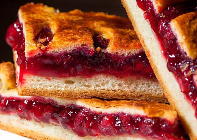 Как испечь вкусный пирог с брусникой