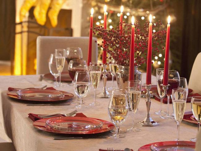 colores-decoracion-nochevieja-ano-nuevo-650x488 Как украсить праздничный стол своими руками. Как красиво украсить стол в домашних условиях на день рождения, свадьбу, новый год