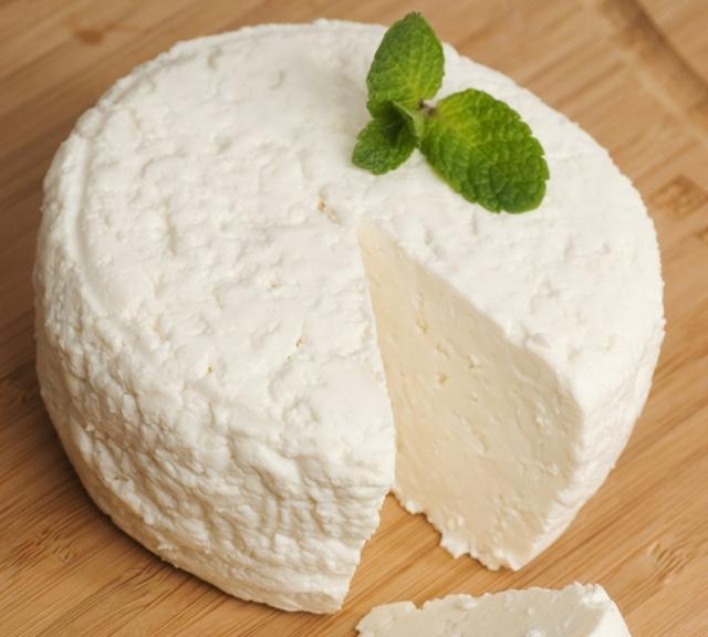 Как сварить сыр из сыворотки в домашних условиях